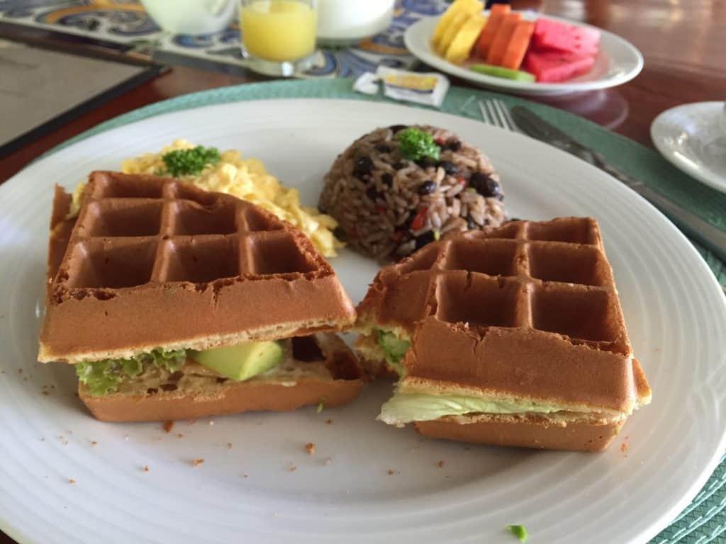 jardin-del-eden-boutique-hotel-review-breakfast-club-waffle-1024x768-1385408
