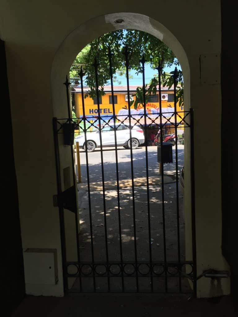 jardin-del-eden-boutique-hotel-review-gate-from-walkway-to-street-768x1024-3304203