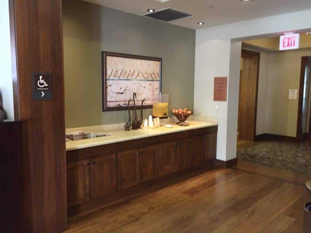 review-casa-munras-garden-hotel-spa-monterey-california-lobby-1024x768-8843890