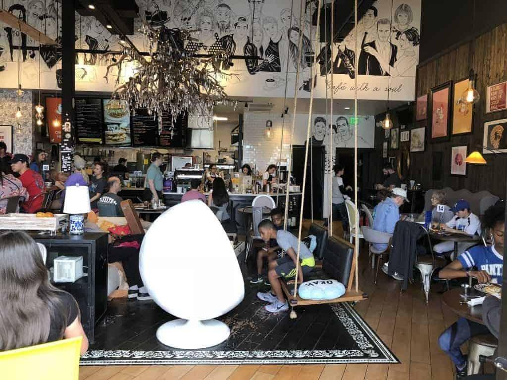 fun-decor-wild-chix-and-waffles-austin-texas-restaurant-1024x768-8085655