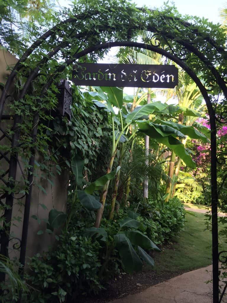 jardin-del-eden-adults-only-hotel-guanacaste-walkway-to-beach-768x1024-3455134